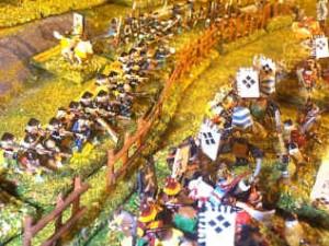 Teppo feuern Arkebusen durch Palisaden in der Schlacht von Nagashino. Figuren 15mm aus meiner Sammlung